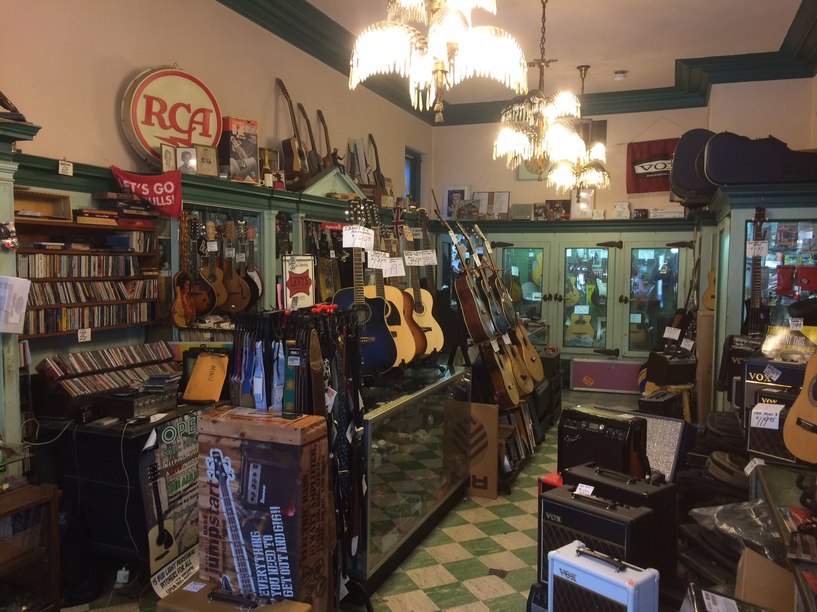 vintage instruments with  grit and growl.   Shop Used
