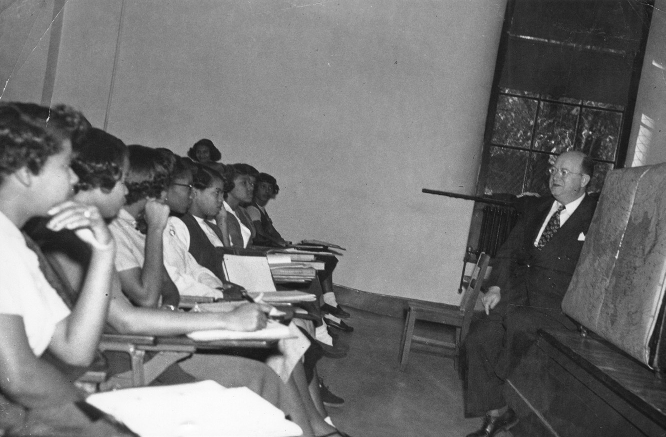 Rabbi Mantinband speaking to students at a black college.