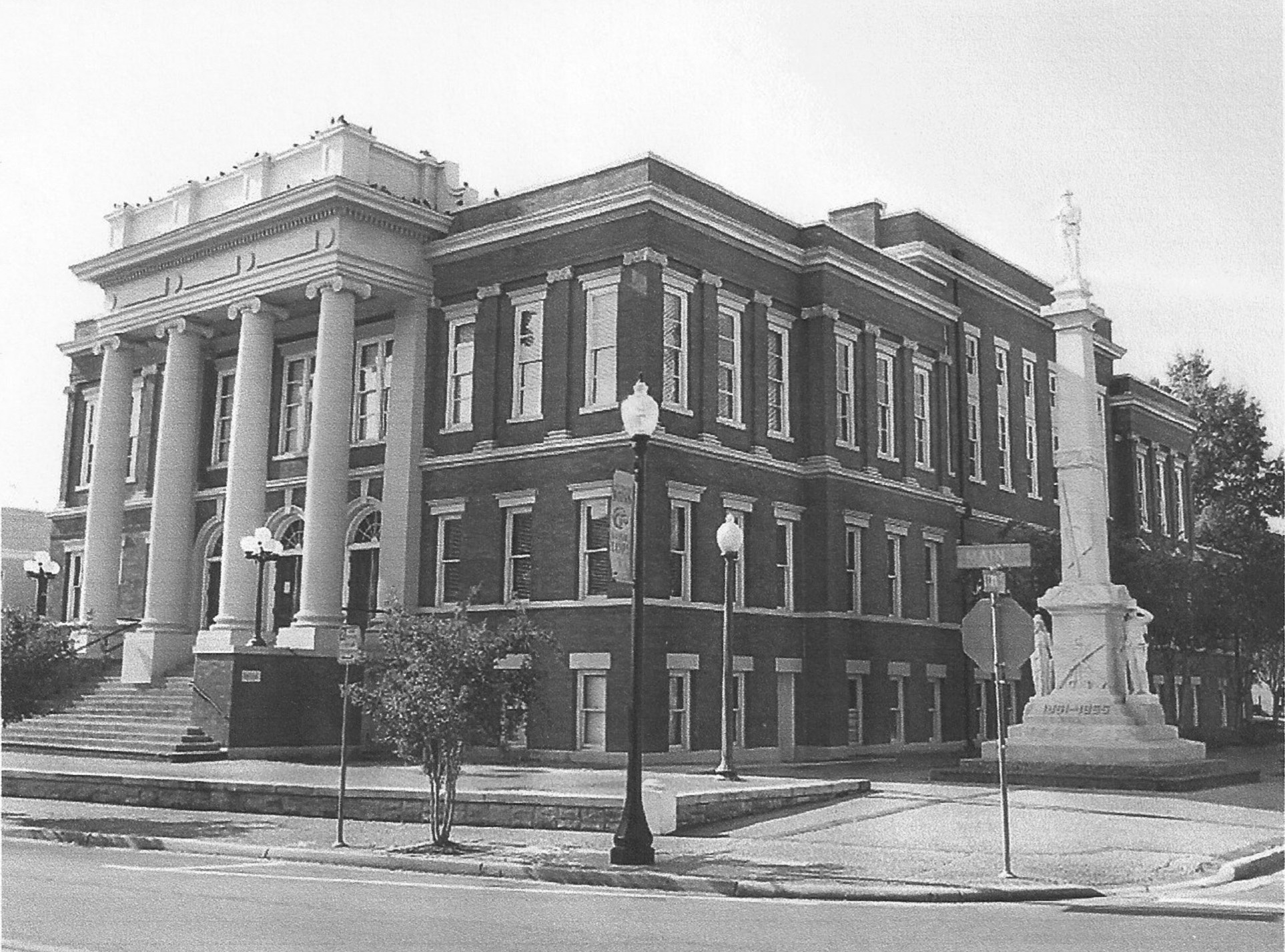 Forrest County Courthouse (with Confederate Monument) where Prince and Wexler were tried.