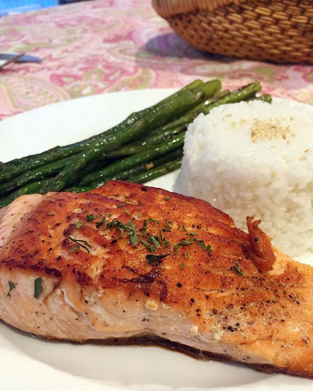 Tiffany Yang-Tran made a quick & easy three ingredient dinner & you can too! Her Pan-Seared Salmon & Asparagus recipe is online now!⠀ #recipe #tastebuds #foodie #salmon #asparagus #yum⠀