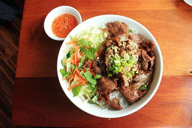 If you ever want some affordable, homey and tasty Vietnamese food, swing by Pho Countryside and try out this new eatery right by east campus (485 Commonwealth Ave)! Rebecca Lee tried their 'Special Combo Pho' along with other dishes! Read more on our site now!⠀ #PhoCountryside #Vietnamesefood #Viestnamesefoodboston #bostonfoodies #tastebuds