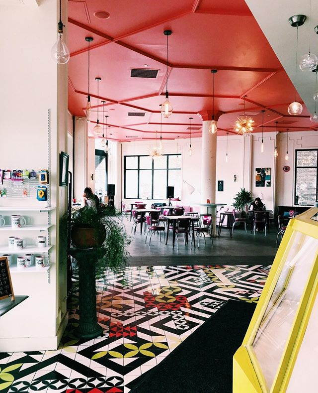 Eyes wide open @glamdolldonuts!   #glamdoll #glam #doughnuts #oldandnew #colorful #tile #lights #blackandwhite #houseplants #localfood #dessert #yum #summertime #summerday #minnesota #minneapolis #mpls #treatyoself #takeaseat #artwork #artsy #glamvibes #bright #pink