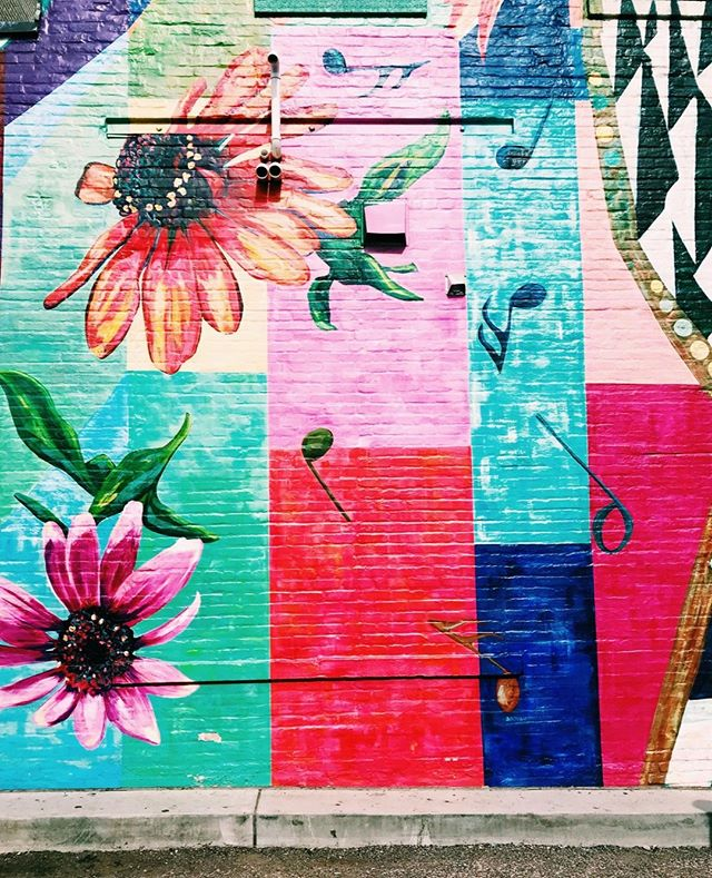 Mural mural on the wall...🤩⁠ ⁠ #ubran #minneapolis #mpls #flowers #colorful #mural #art #streetart #urbanbeauty #music #summer #summertime #sunshine #city #minnesota #sidewalkart #fullbloom