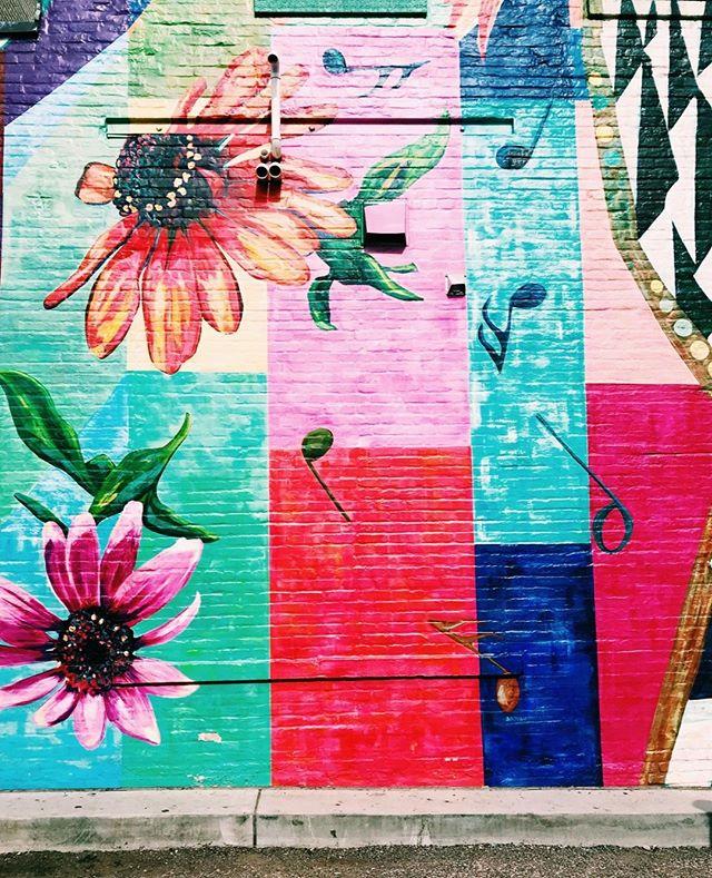 Mural mural on the wall...🤩  #ubran #minneapolis #mpls #flowers #colorful #mural #art #streetart #urbanbeauty #music #summer #summertime #sunshine #city #minnesota #sidewalkart #fullbloom