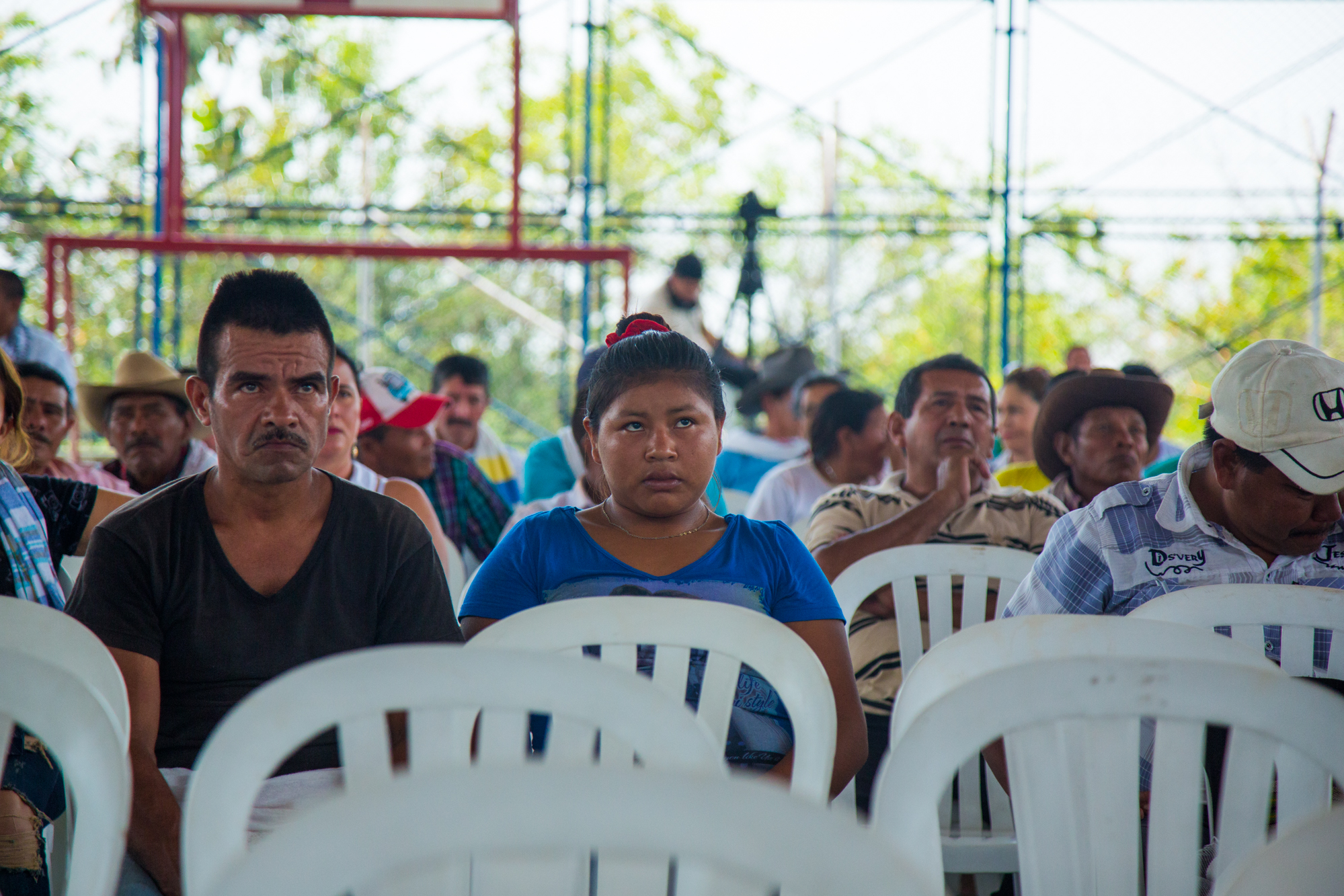 Members of the Sikuani indigenous people listen to Ecopetrol explain why it wants to expand its dumping of water used in oil extraction into the rivers from 300,000 liters to 600,000 liters of water a day. Rubiales, Meta, Colombia. April 8, 2017