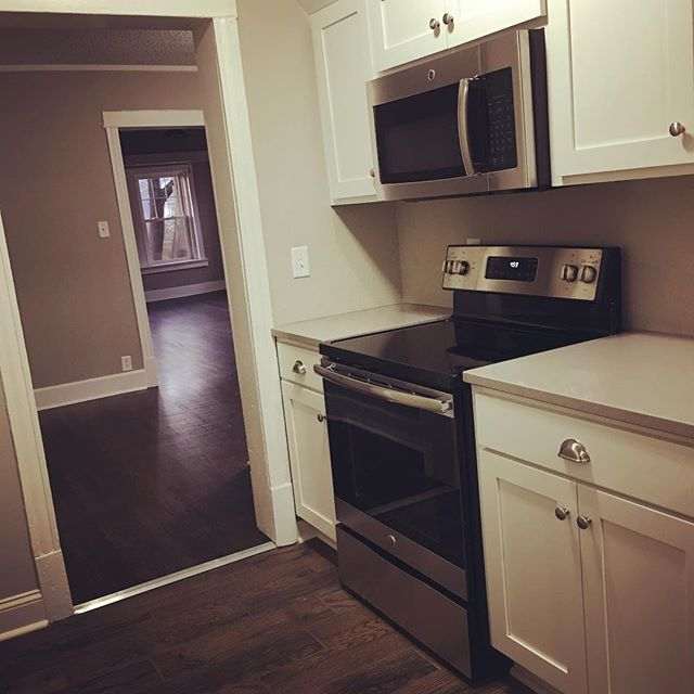 Carpentry ✔️ Appliances ✔️ Cleaning ✔️ Let's hope for another sunny day in #kansascity tomorrow to take some photos of our apartments!  #hexplex #rent #renovate #restore #arewedoneyet