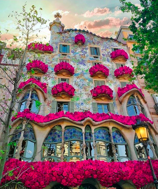 Gaudi Architecture, Instagram image via @momentsofgregory