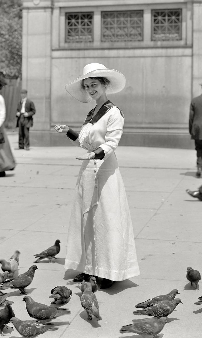 Fashion bloggers, circa 1915....