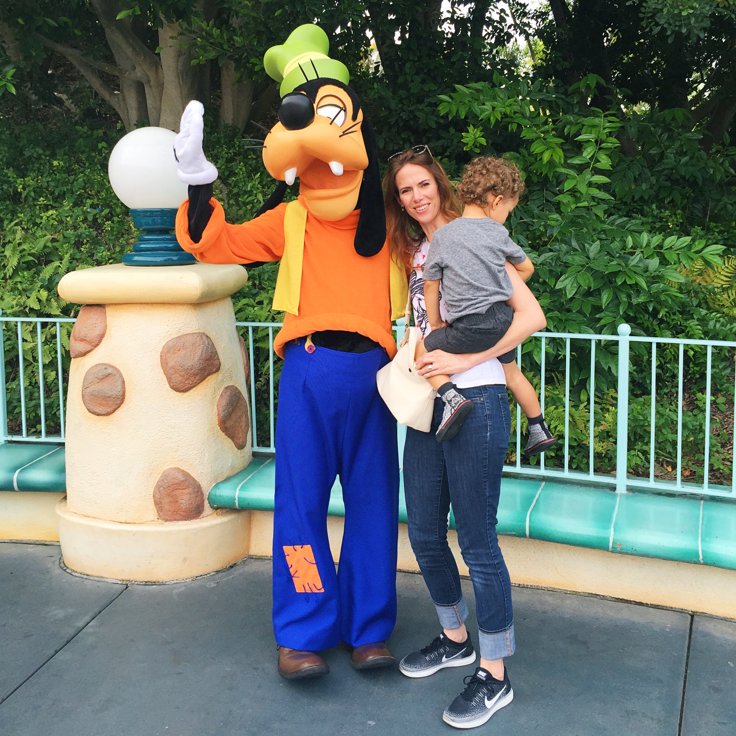 Goofy couldn't even get a hi-5 out of him.