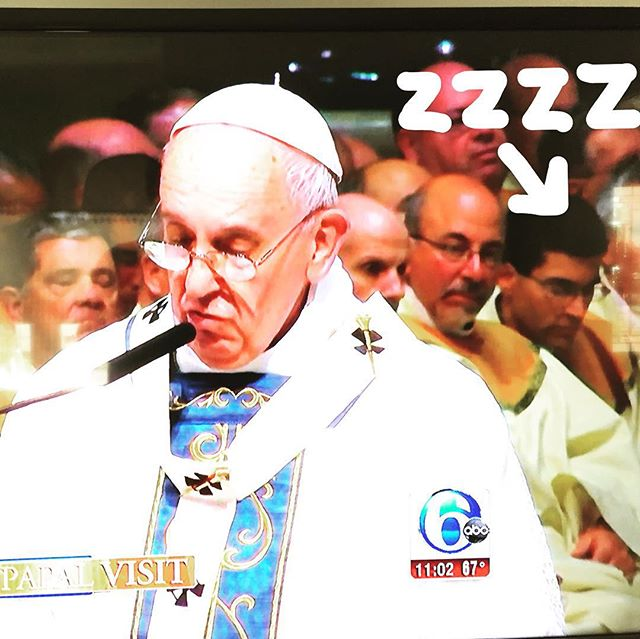 Anyone else notice the sleeping priest behind Pope Francis?  #pope #popefrancis #popeinphilly  #sleepingpriest