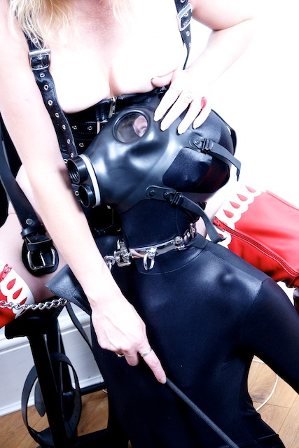 London-Mistress-Slave-Red-Boots