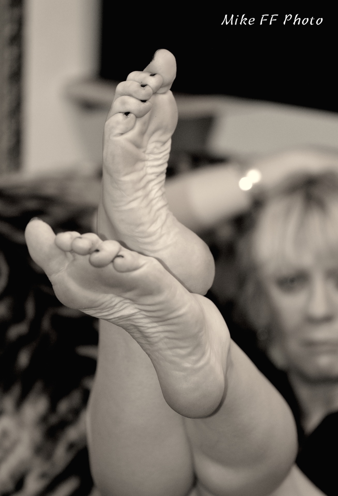 Legs-bare-legs-worship-foot-fetish-London-Mistress