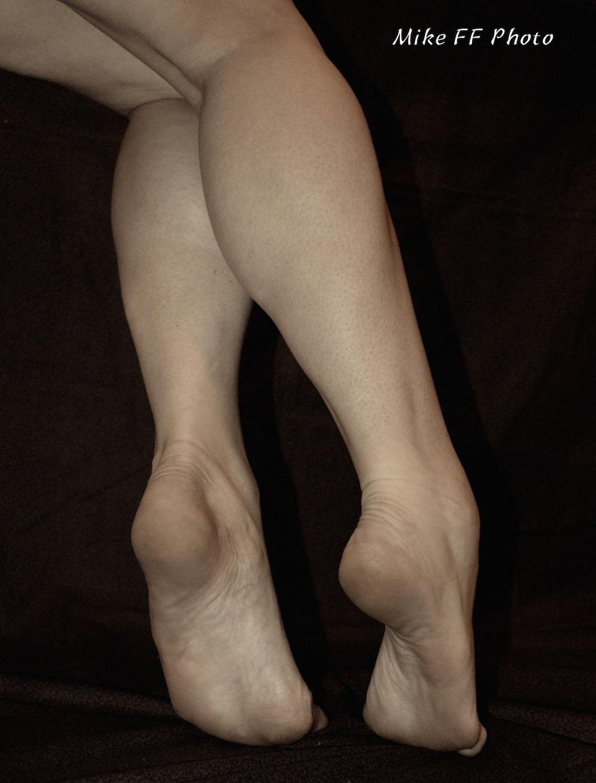 Mistress Fabula foot fetish bare legs fetish.jpg