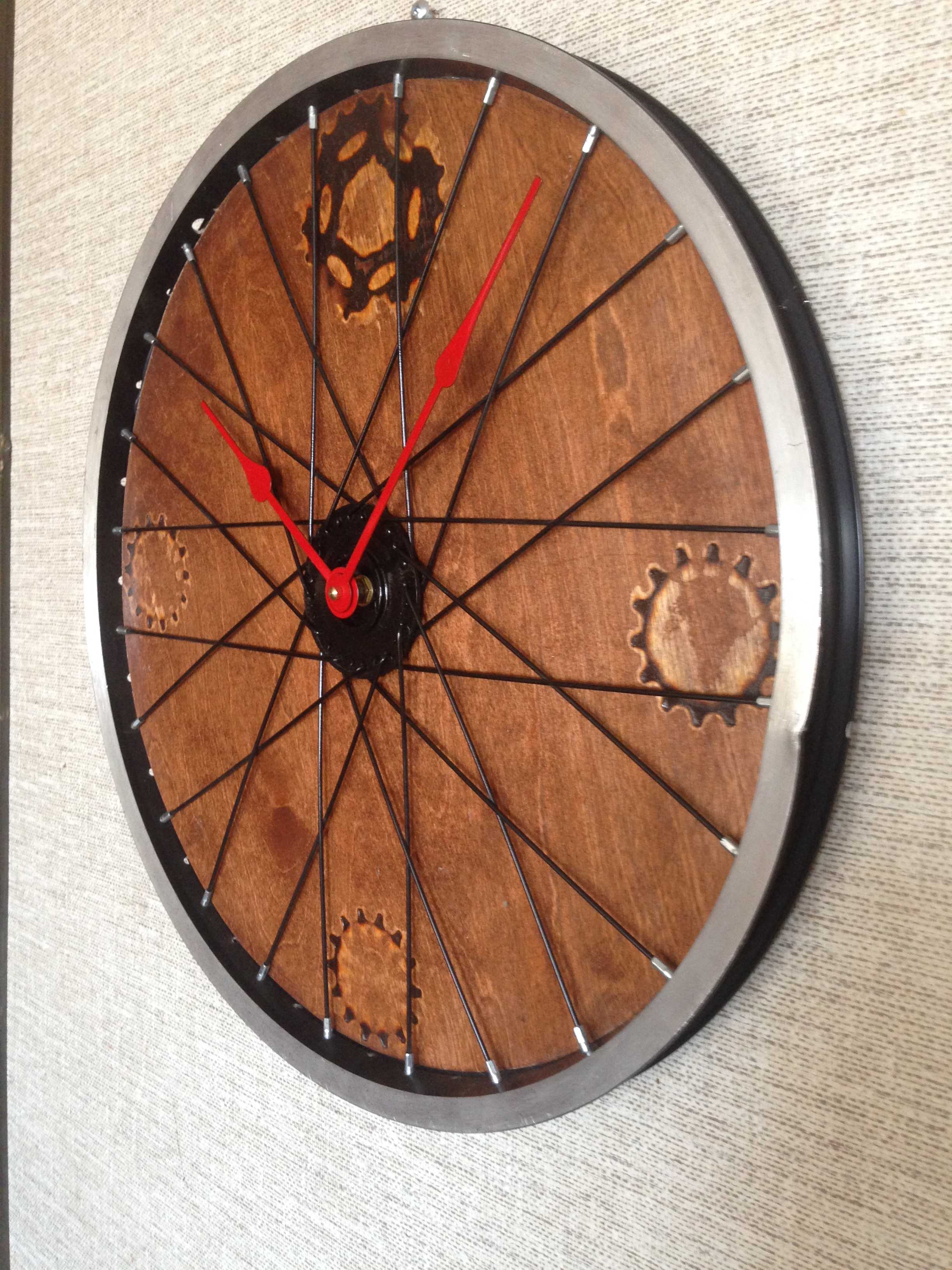 This classic looking recycled clock  mixes bicycle parts and Birch wood panel to make a elegant design.