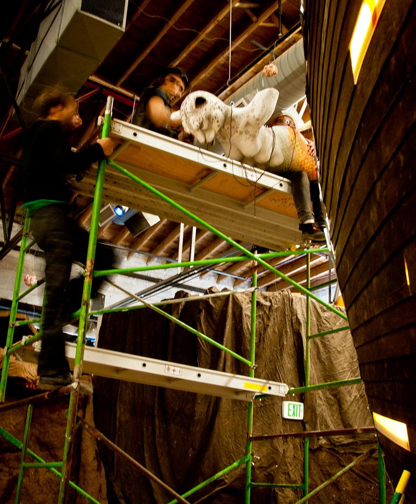zAM-02-D37-figurehead-hoisted.jpg
