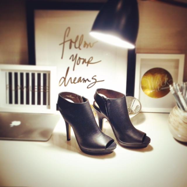 Deskorating @ le petit a.p.t. with the alex top + grace heel.