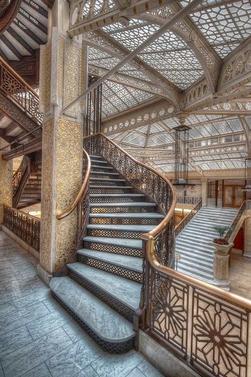 :: the rookery. completed in 1888. frank lloyd right redesigned the lobby in 1905 ::