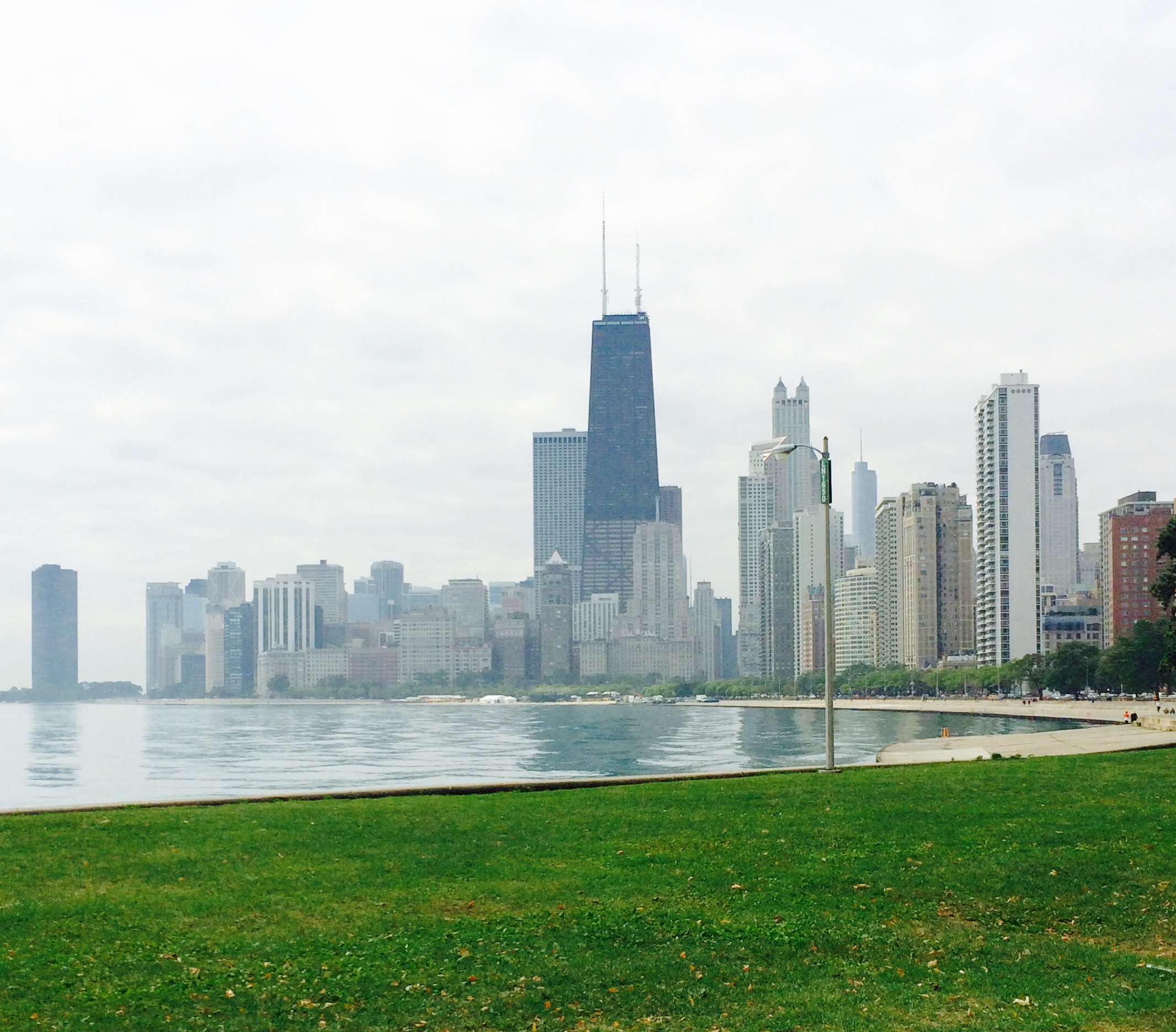:: view back while walking north on lakefront trail ::
