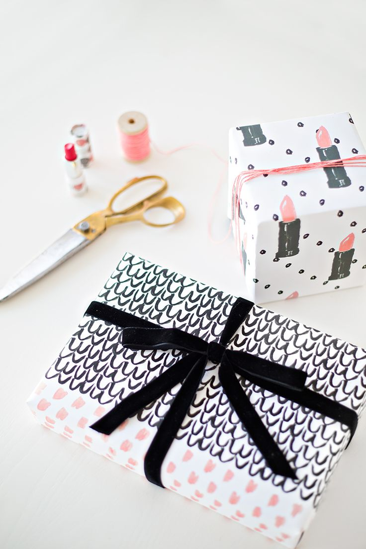This pink lipstick wrapping paper is everything.  Via studiodiy.com