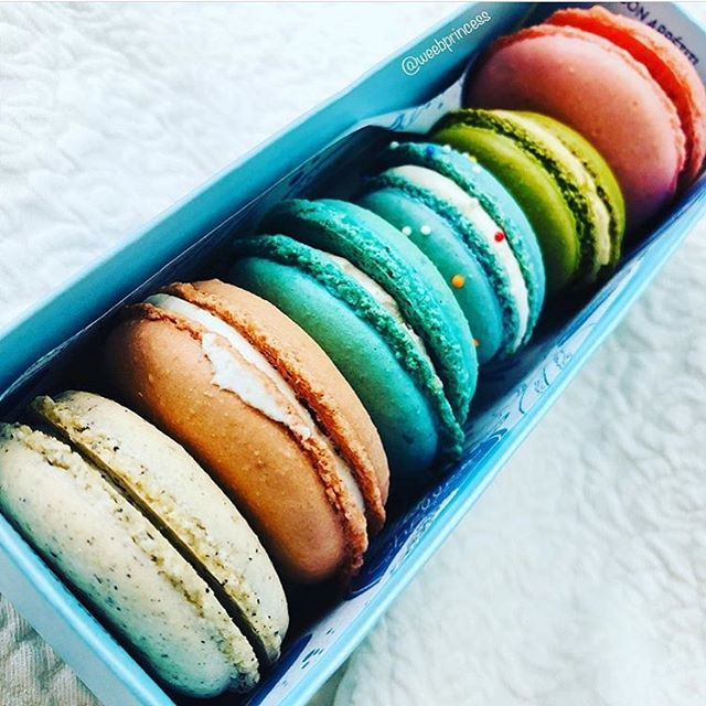 'Best macarons I ever had' - @weebprincess 🙏🏻 what do you think of our macs? Tag us in your photos and let us know for a chance to get featured, and let us know how to keep bringing you the best! #chellesmacarons #chellesyeah #macarons #pastel #halfdozen #foodblogger #dallasfarmersmarket #frenchmacaron #dallasfoodie #planotx