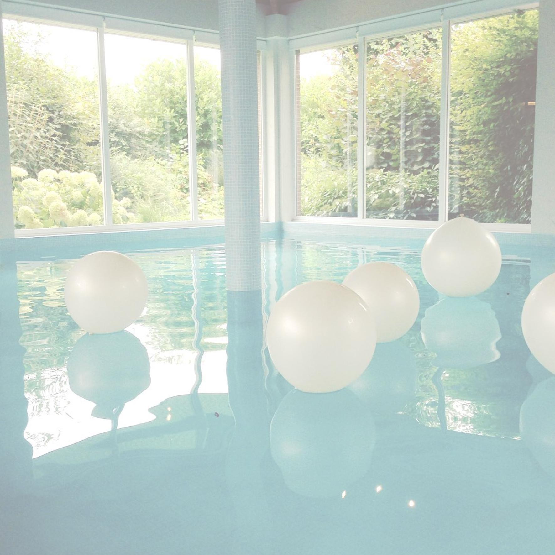 aquarelle ballon white.jpg