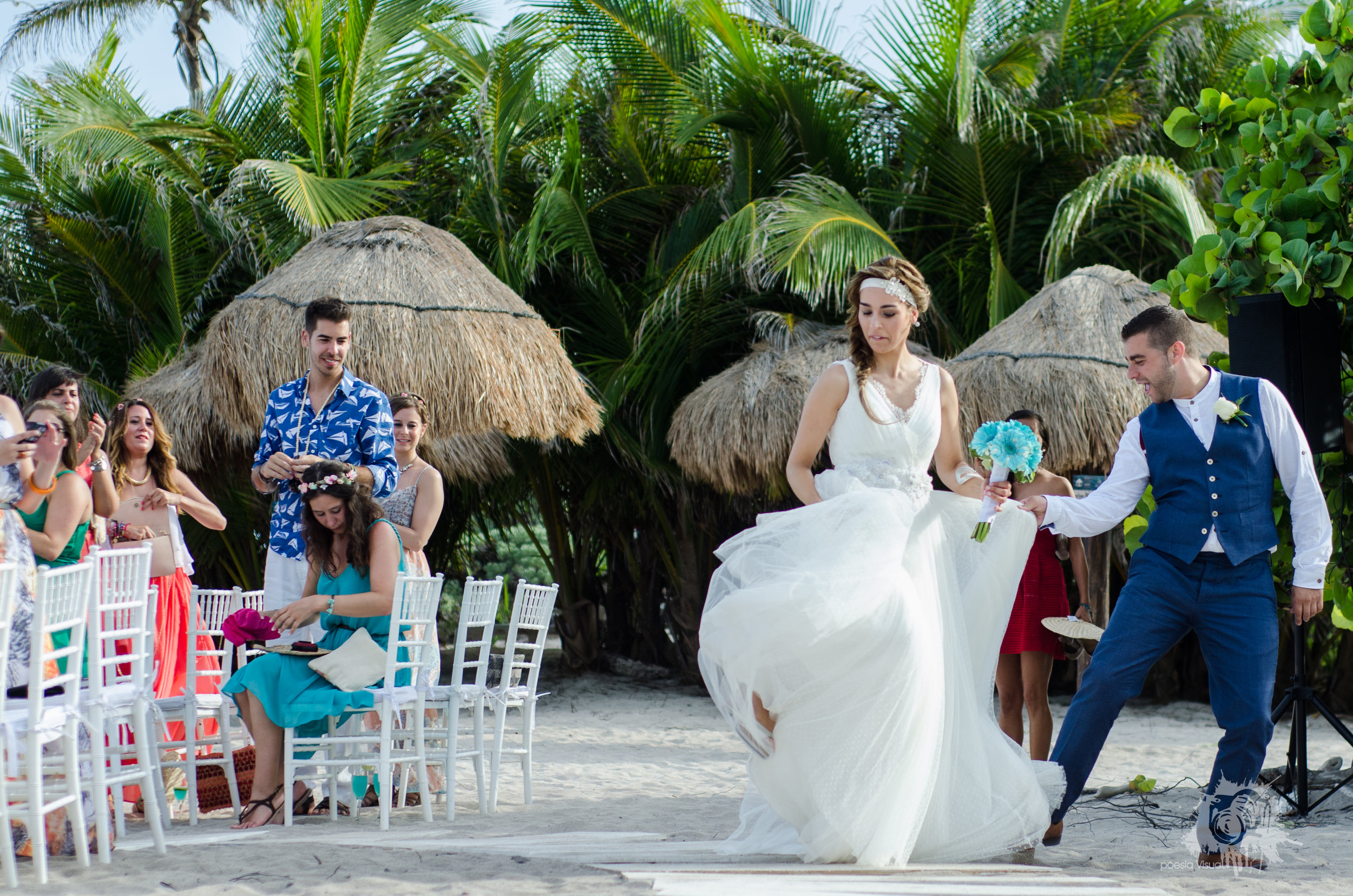 natural light, wedding ceremony on the beach