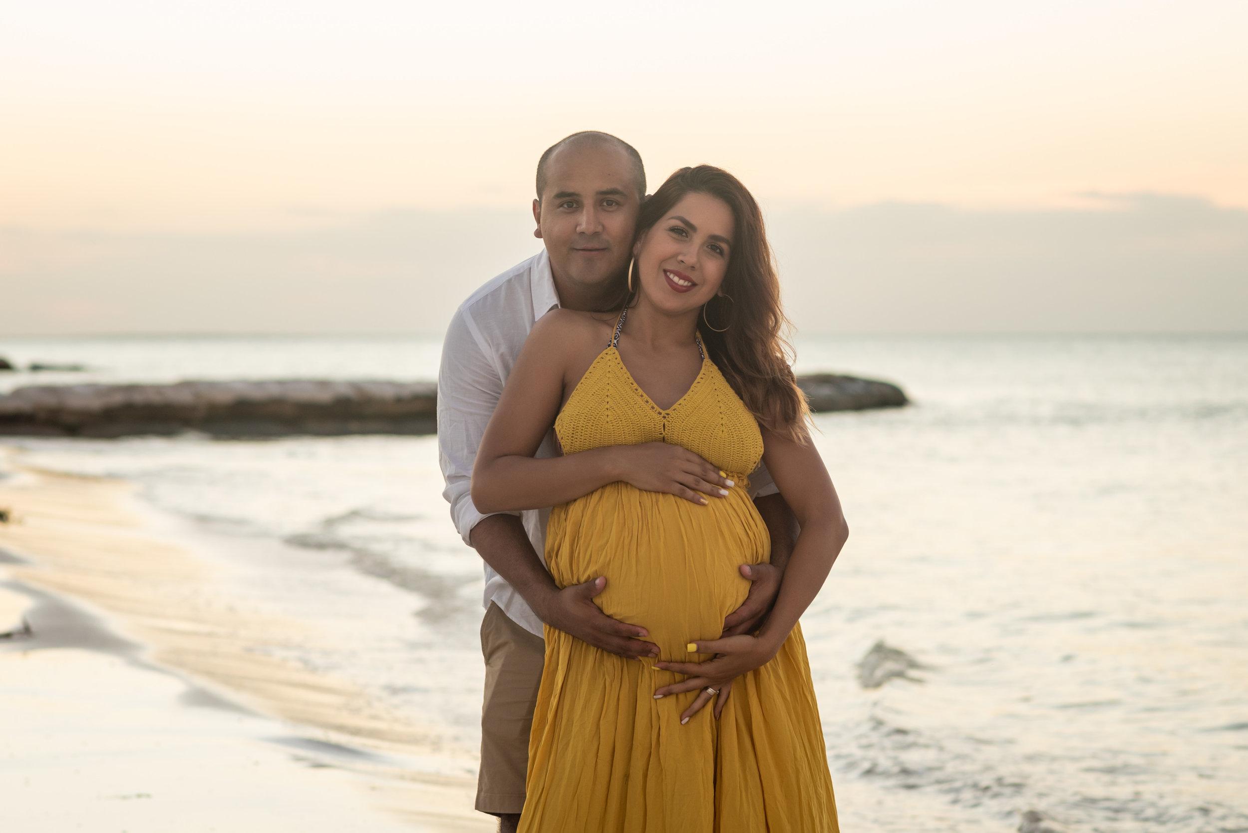 maternity photoshoot on beach location in holbox island