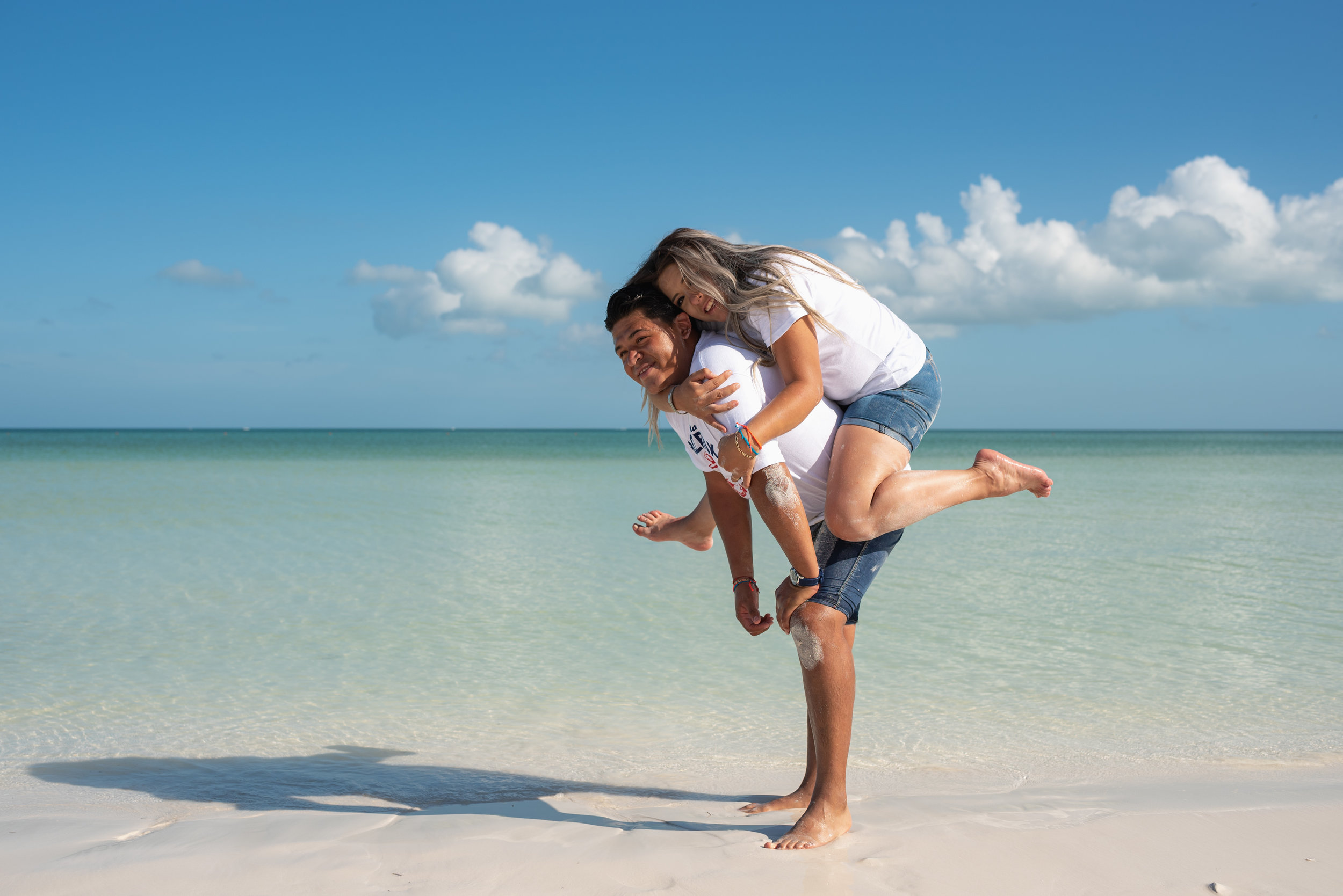 morning couple photoshoot at holbox beach by @emmanuelphotoartist