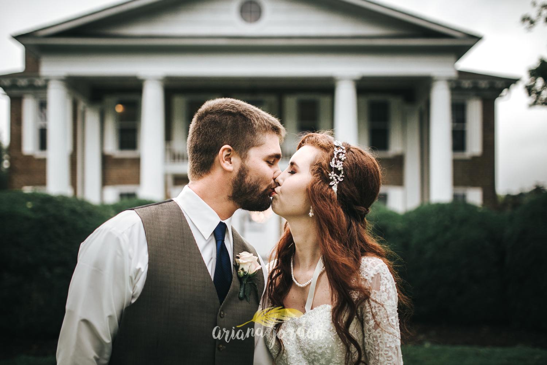201 - Ariana Jordan - Kentucky Wedding Photographer - Landon & Tabitha 6946.jpg