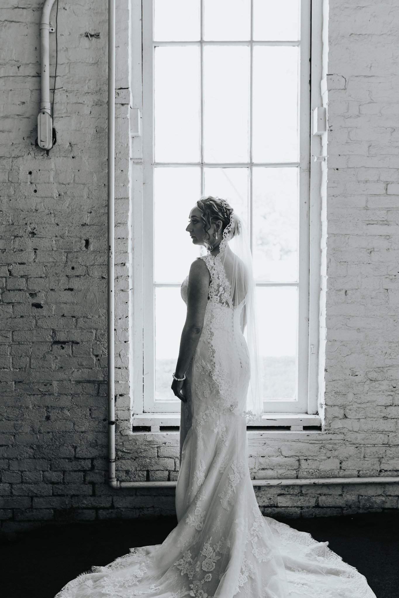 0027 Ariana Jordan Photo - Lexington Ky Wedding Round Barn  3117.jpg