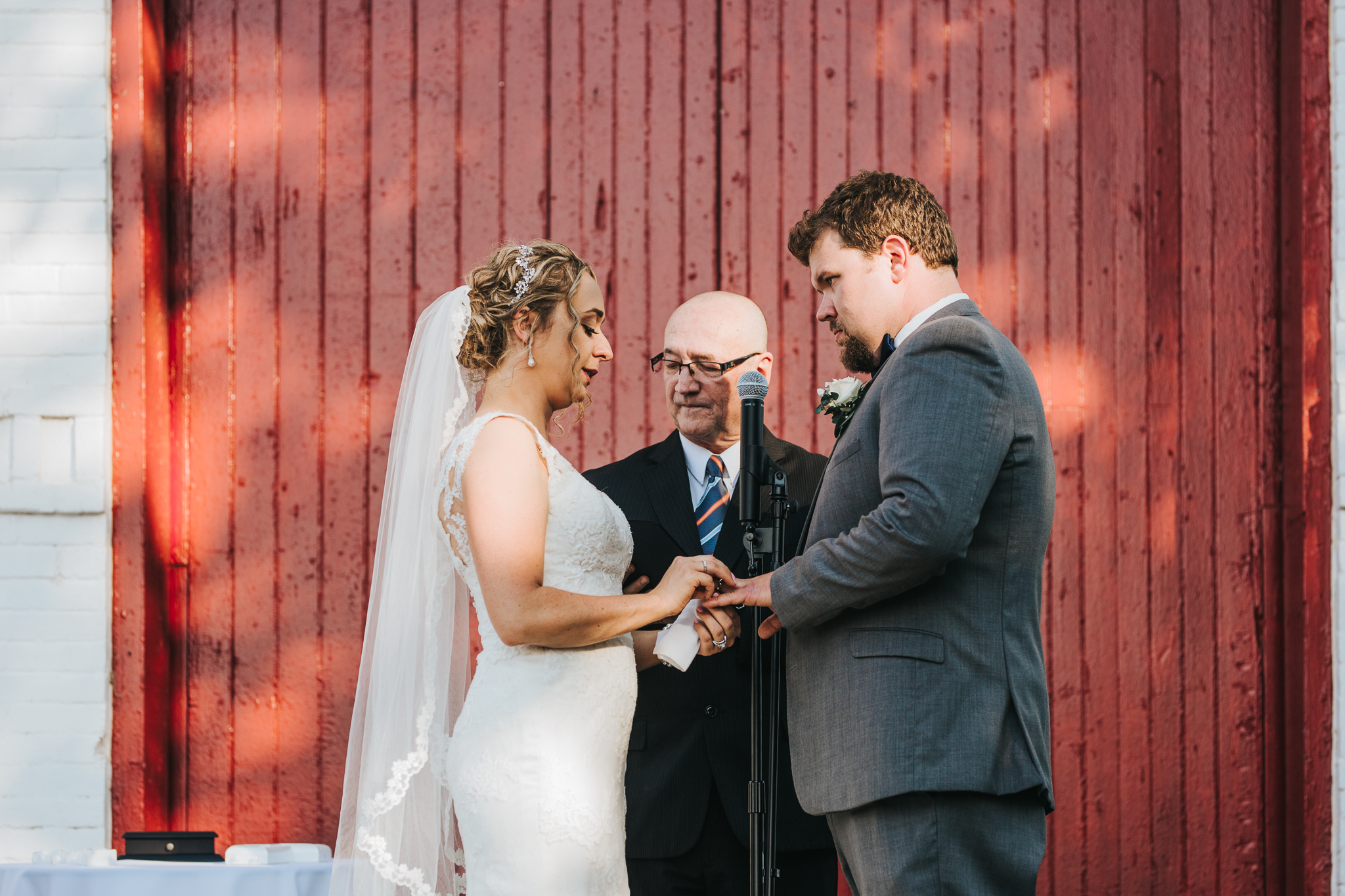 0070 Ariana Jordan Photo - Lexington Ky Wedding Round Barn  0149.jpg