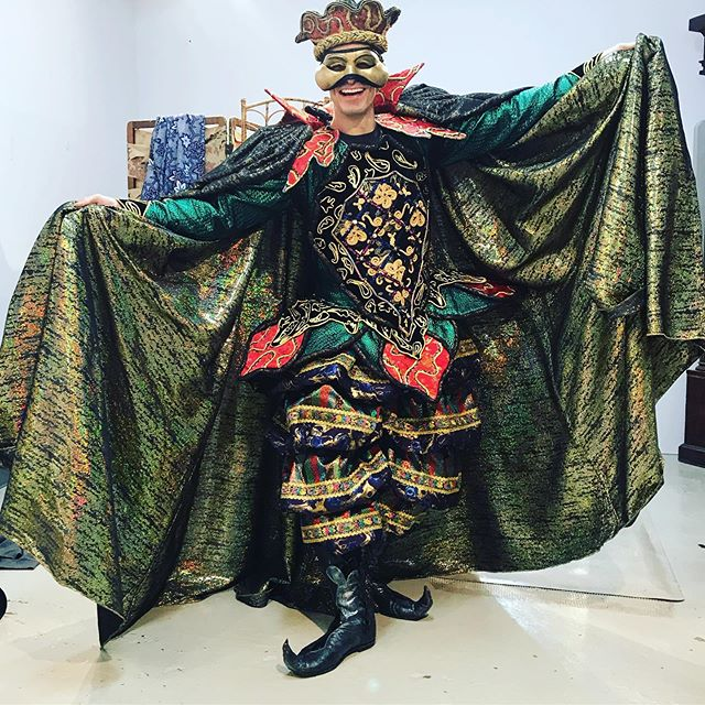 You guys, this new costume is gooooorrrrrgeous! The amount of time and people it takes to make these gorgeous designs come to life is serious stuff. What fun to dance around like an idiot in it 🤗. #phantombway #phantomoftheopera #imhuge #shinystuff #mandarin #masquerade