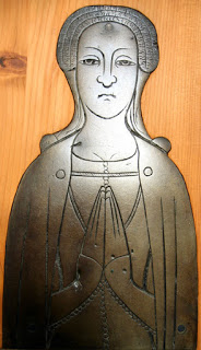 Isabel de Malyns, with buttons on the front of her dress and sleeves,  1385. Courtesy of the  Medieval Combat Society