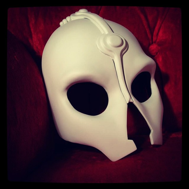 Here is the master mask that @kimbles wears, back when it was just primed. Original sculpt by @kimbles , finishing and fiberglass version by Khro. #darthnihilus #Nihilus #mask