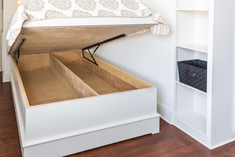 Loft 04 Tailgate Bed Storage