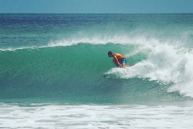 Tofino resident, Bear ambassador, and all around barrel dog @gnarcheologist setting up another peeler down south.  He's currently in Nicaragua working with non-profit @casacongoastillero helping to support the local community through conservation and surfing. A good cause with some goood waves 🤙🏼 Photo: @eros_lewites #bearsurfwax