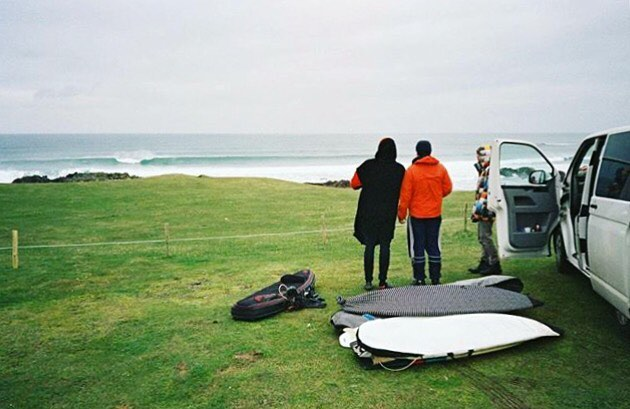 Surfs with mates.  Photo: @captain.pugwash   #bearsurfwax #coldwaterculture