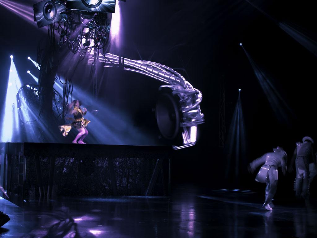 technomedia-michael-jackson-one-cirque-du-soleil-immersive-projection-2x-8.jpg
