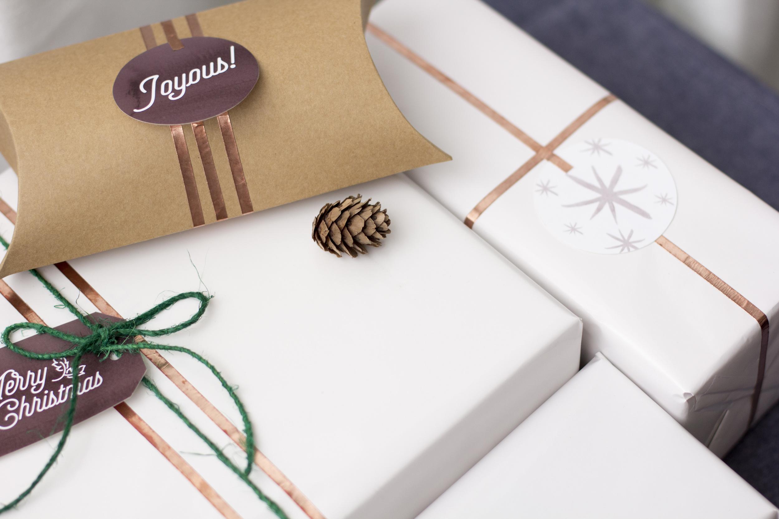 christmas-freebies-holiday-gift-tags