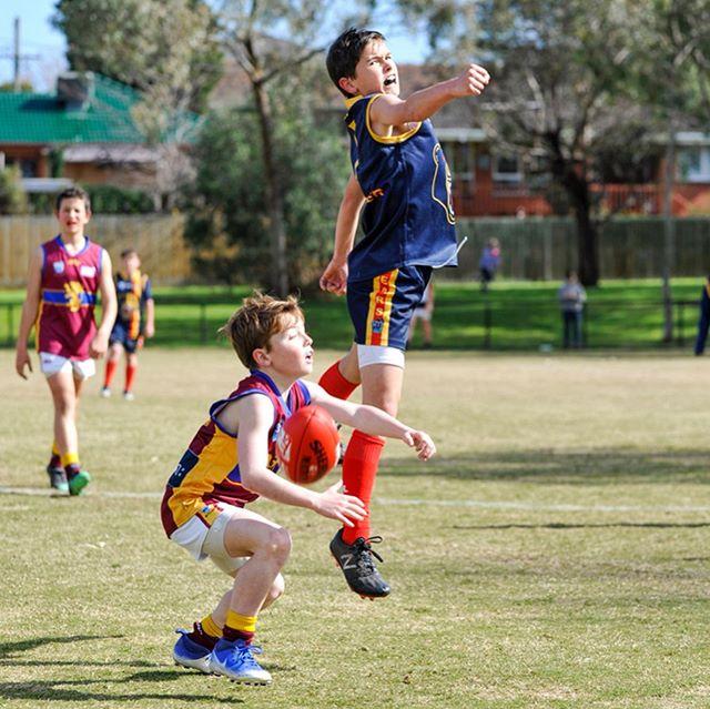 Finals - Round 01. U12 Div 4 Caulfield Bears vs. Murrumbeena. @caulfieldbearsjuniorfc @murrumbeenajfc @smjfl @otiskaram1hos @jackson_jeanes1 @sherrinaus #caulfieldbears #caulfieldbearsjfc #murrumbeenajfc #localfootball #nikon #nikonaustralia #aflvictoria #cameraraw #nikond700 #d700 #tamron #tamron70200 #sherrin #nofilter
