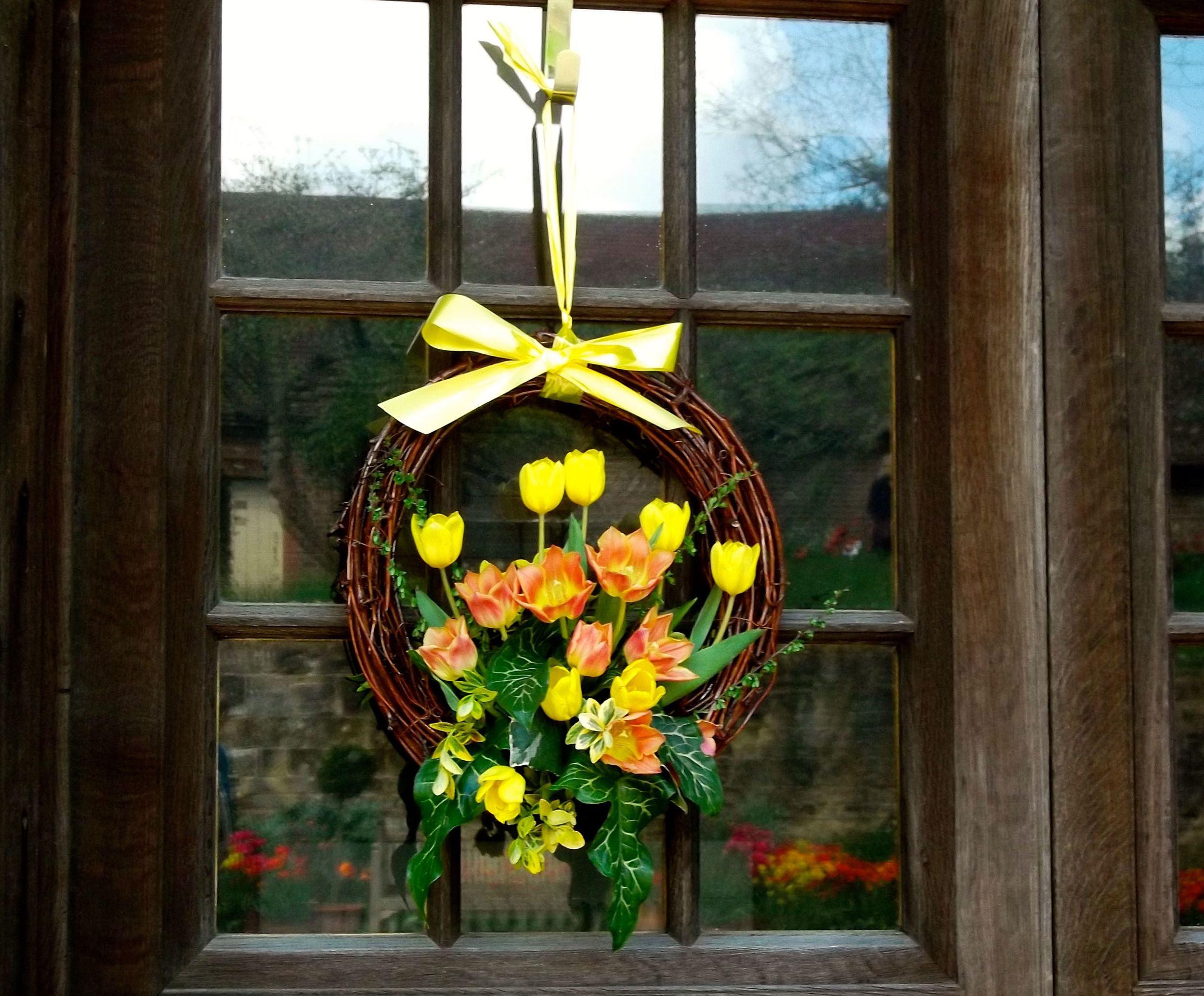Standen_tulip_wreath.jpg