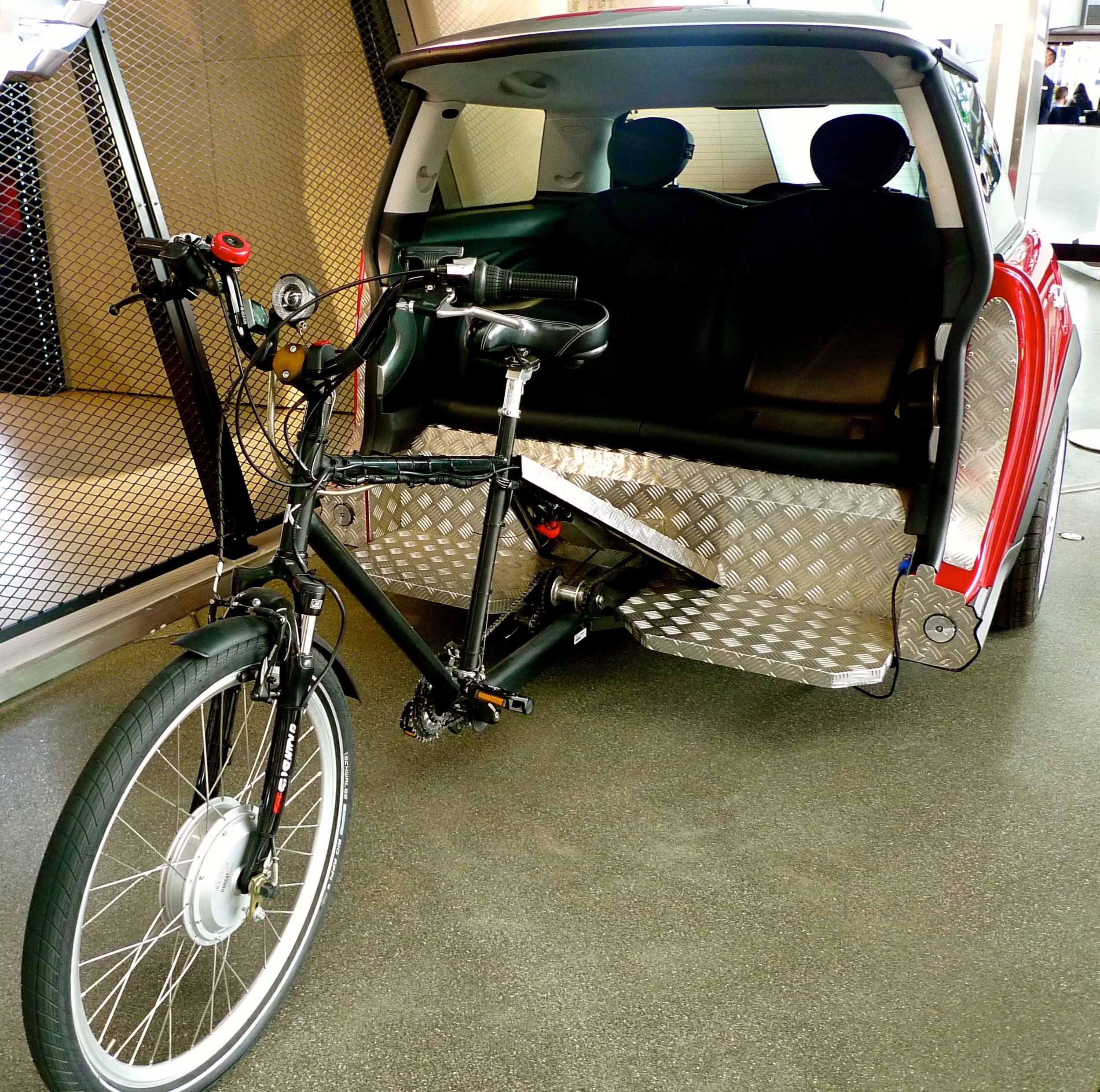 I'M STILL TRYING TO CONVINCE MOH THIS IS THE WAY FORWARD... A BIKE-POWERED MINI!