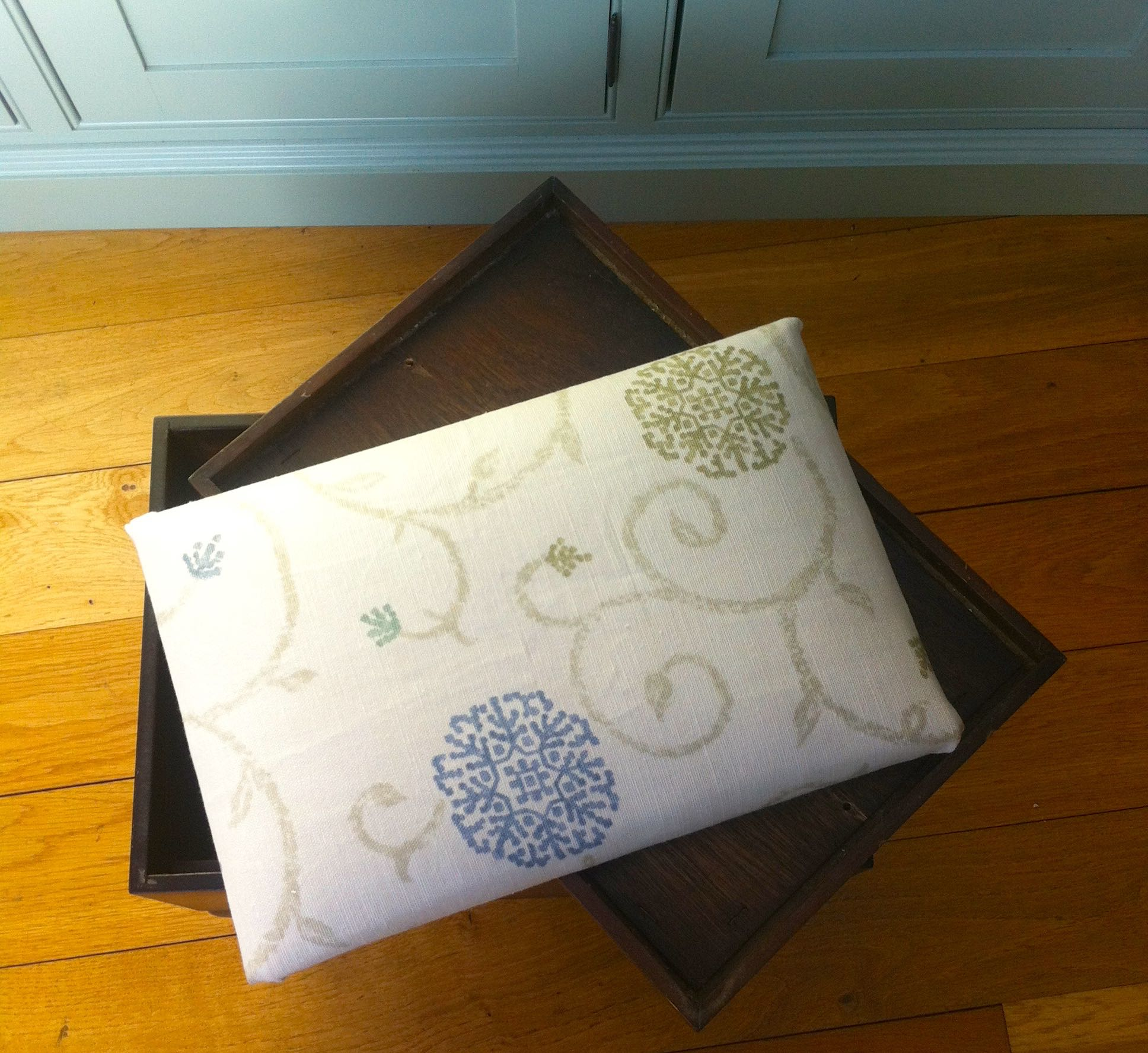 RECOVERED CUSHION