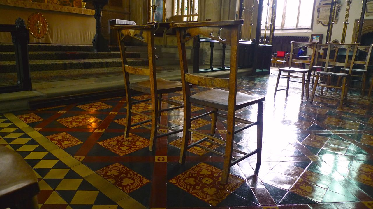 A HIGHLY POLISHED ORNATE FLOOR