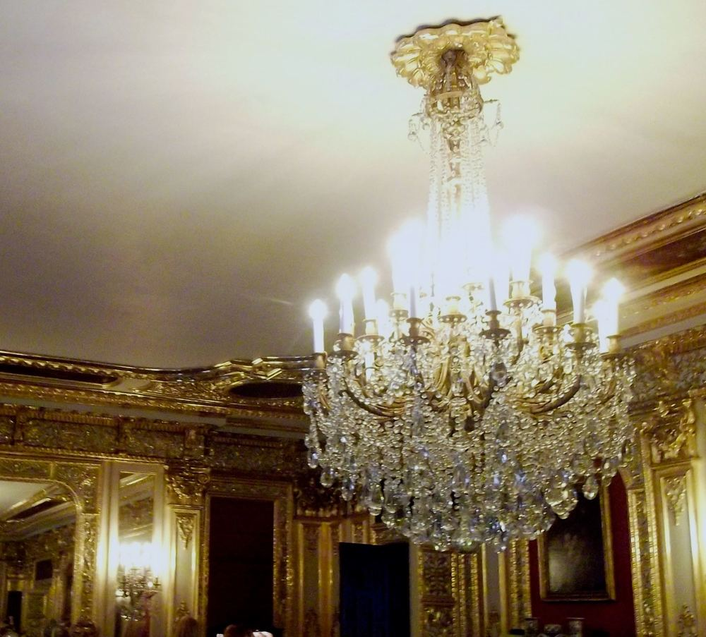 BECAUSE A ROOM COVERED IN GOLD NEEDS A CHANDELIER LIKE THIS