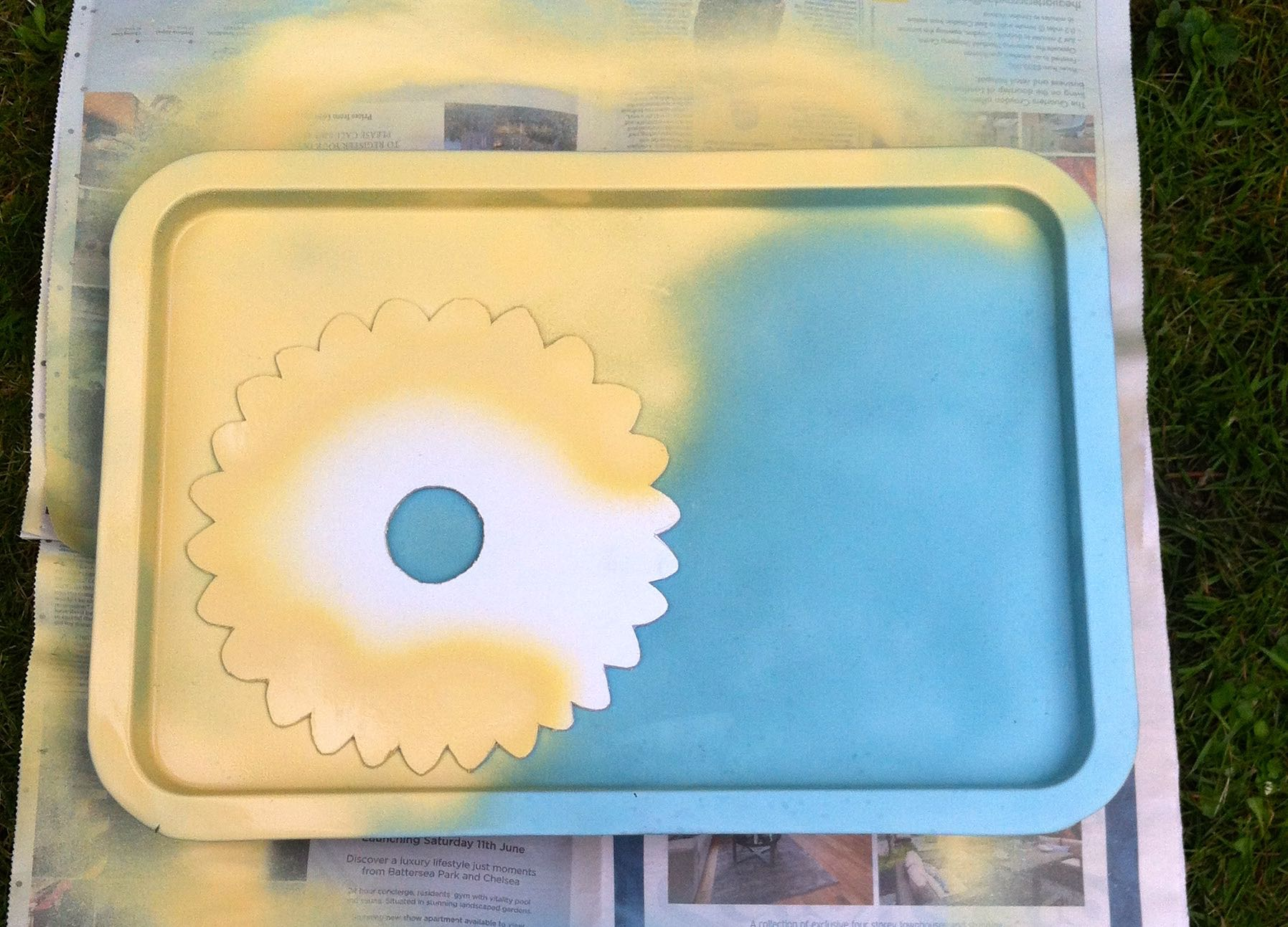 Adding the design to the font of the tray, spraying in mostardo Pinty Plus Chalk Paint Spray