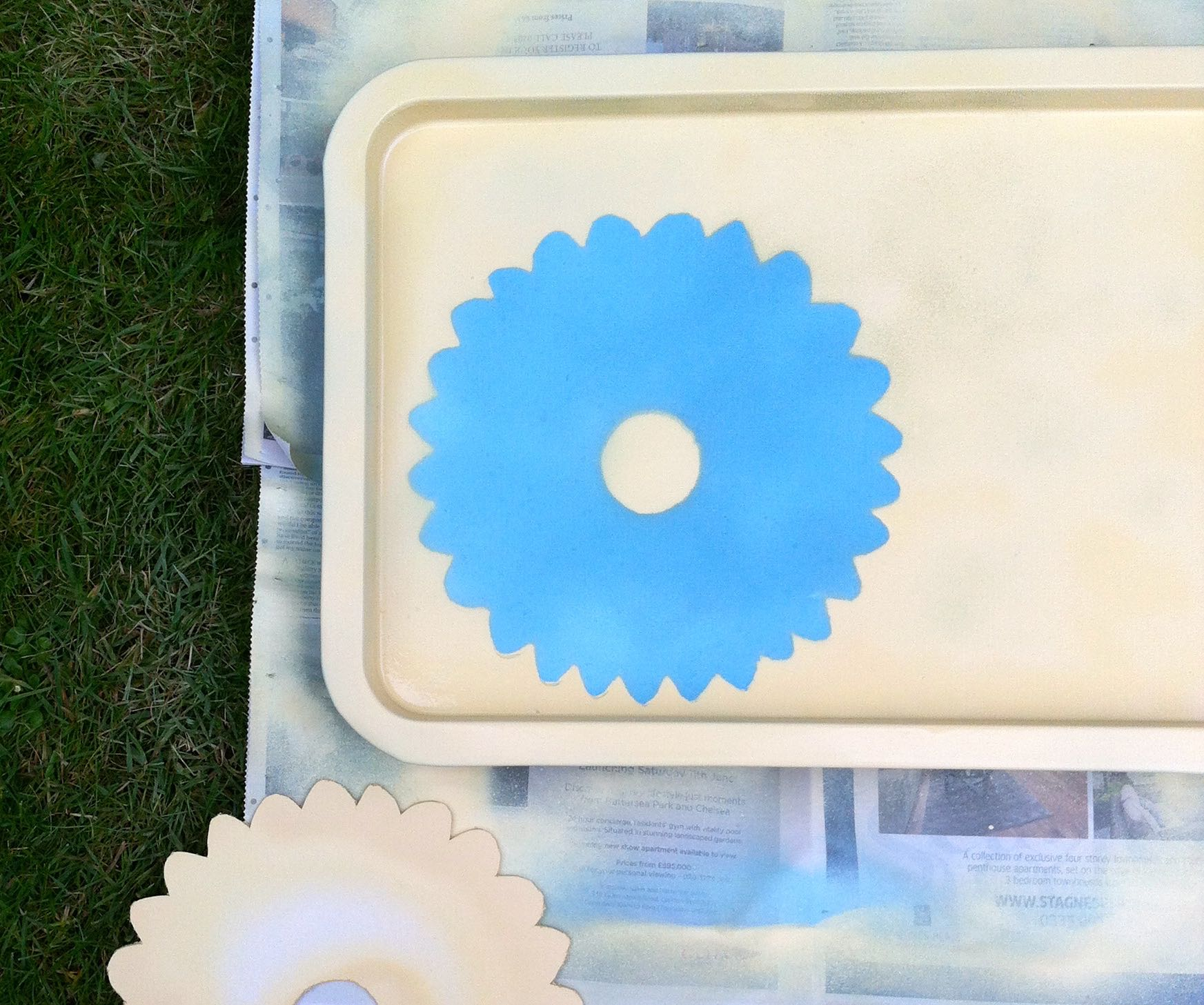 Removing the template to reveal the blue flower shape