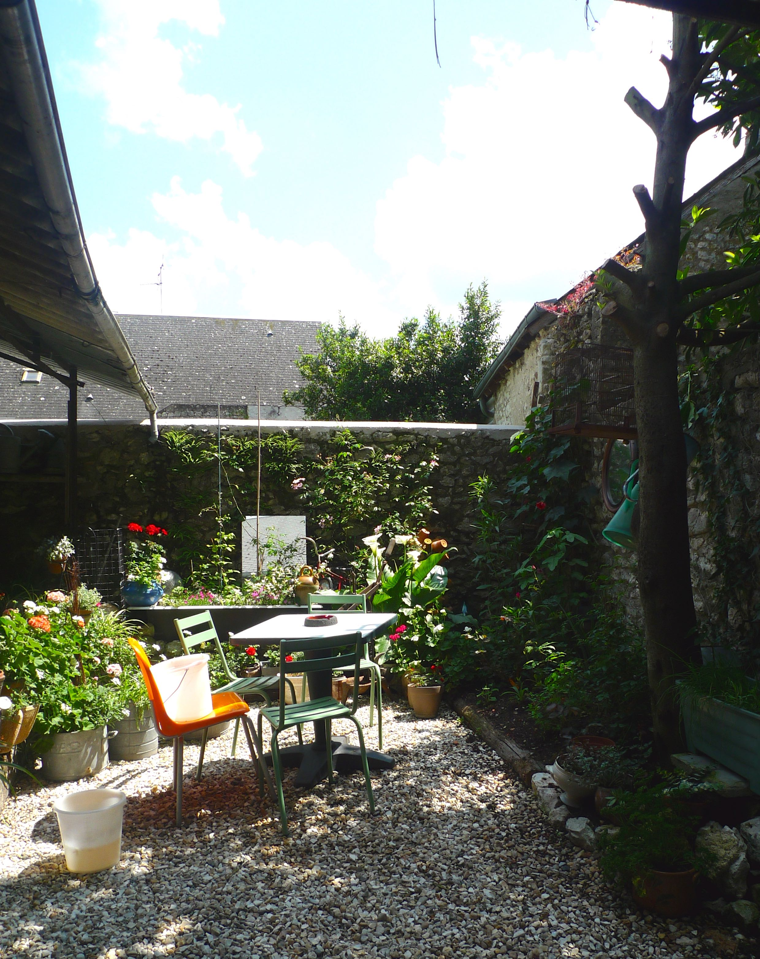 the secret garden at our hotel in beaugency