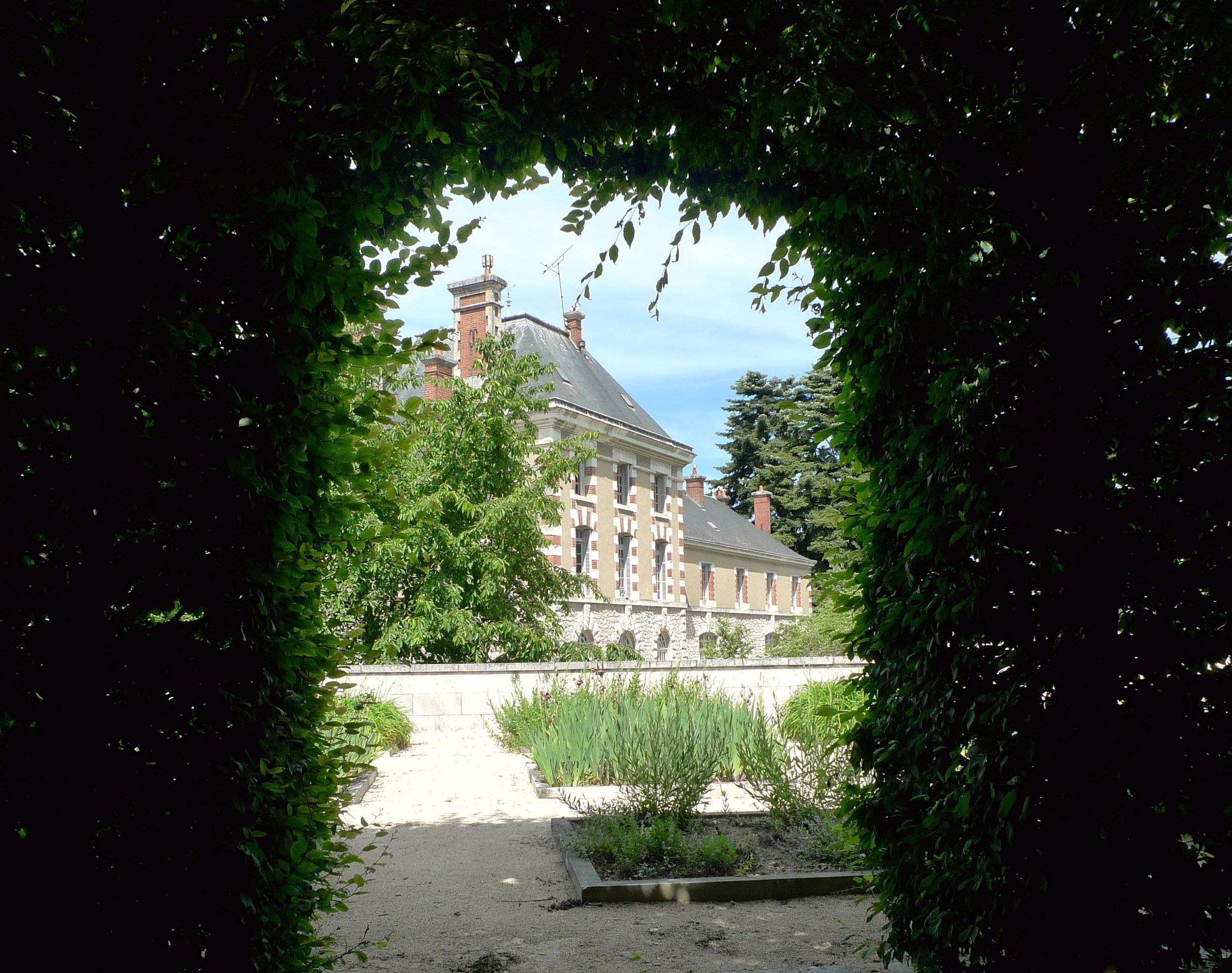 A cloistered view of Blois