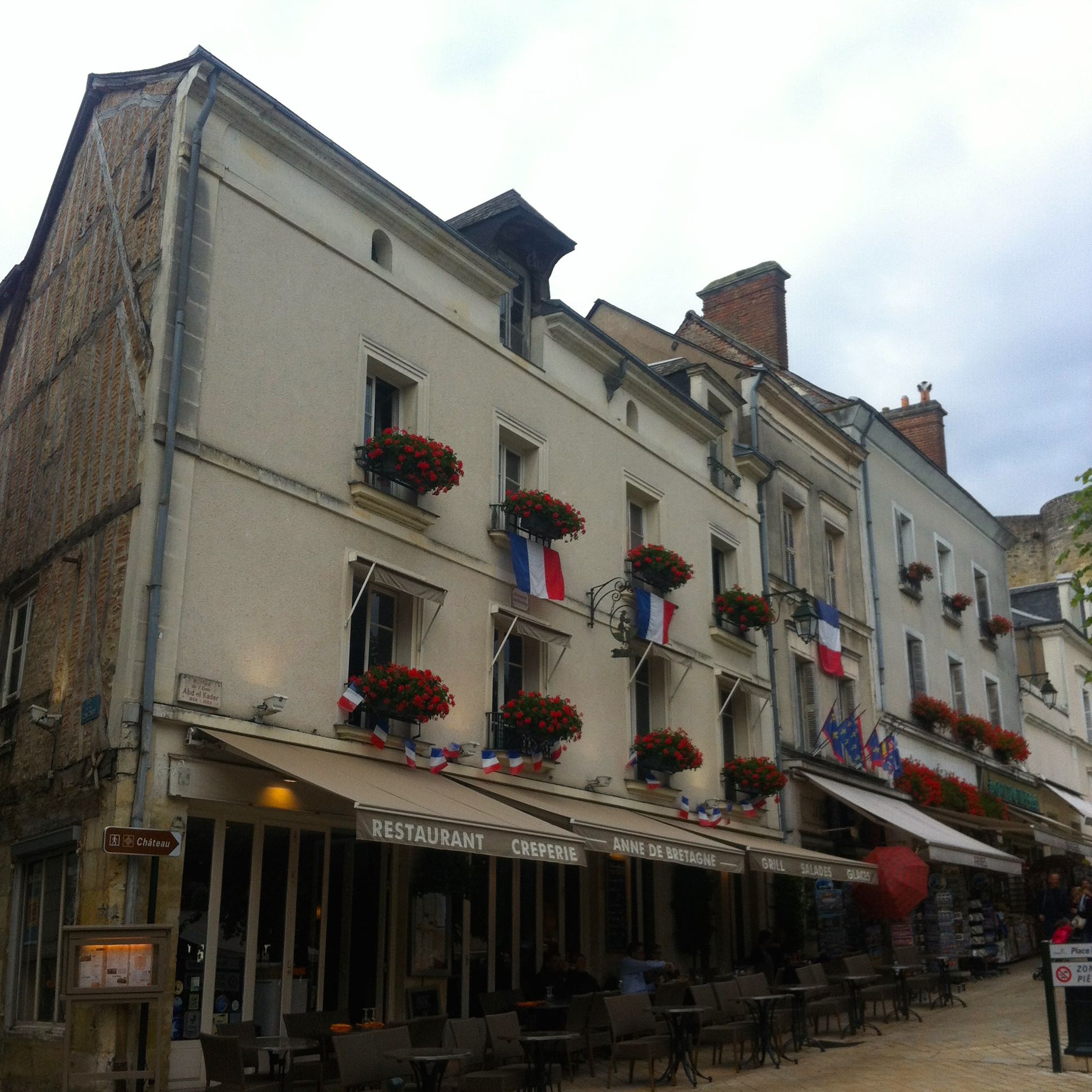 arriving in the town at Amboise
